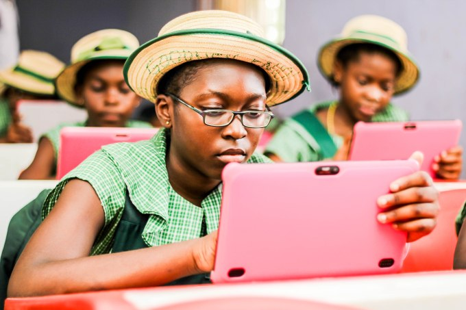 FGGC-Sagamu-Students-with-Tablets.jpg